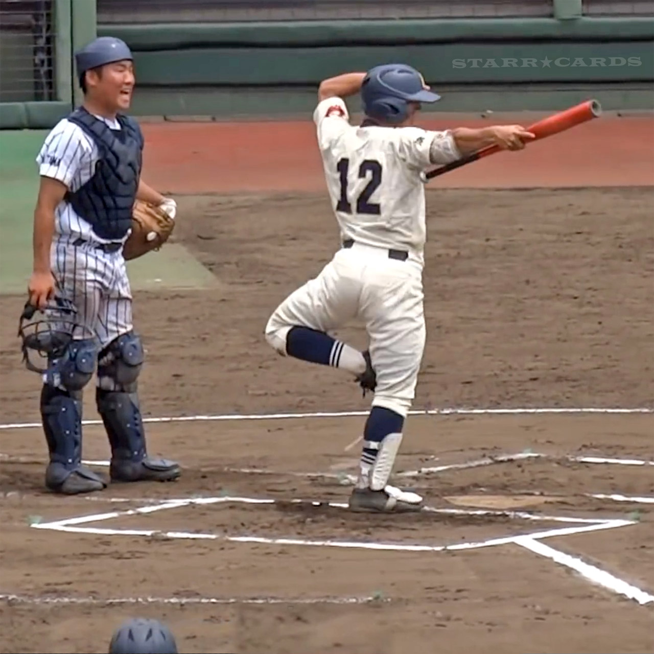 Amazing bat flipping by Japanese high school baseball player