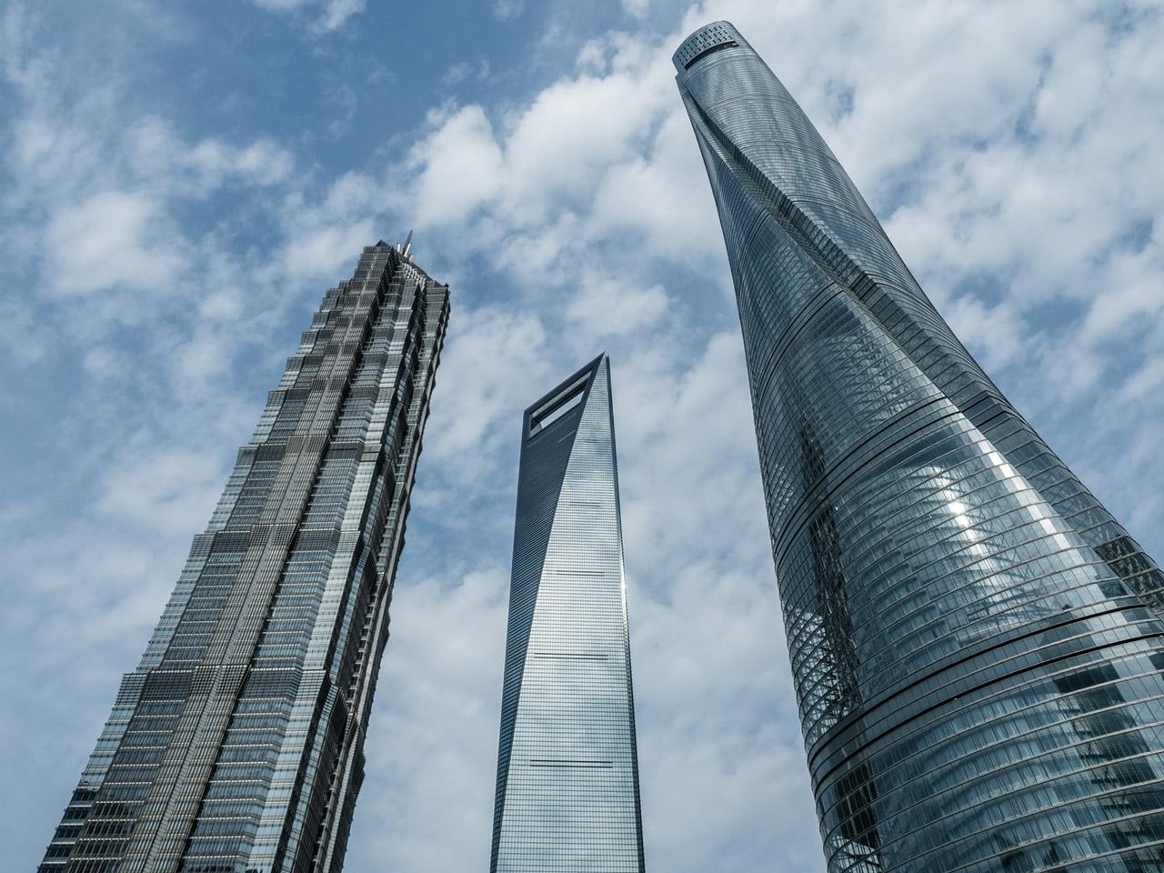 Marvel As Urban Climbers Scale 2 073 Foot Tall Shanghai Tower